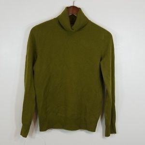 Neiman Marcus 100% Cashmere Turtle Neck Sweater